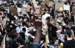 EUA chega a acordo de US$ 88 milhões com vítimas de supremacista branco (Foto: Johannes EISELE / AFP)