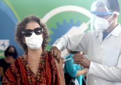 Vacinação de idosos a partir de 85 anos é iniciada no estado (Foto: Aluísio Moreira/SEI)