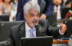 Humberto Costa acionará PGR contra Damares por suposta interferência em aborto de criança no ES (Foto: Roberto Stuckert Filho\Divulgação)