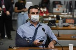 Flávio Bolsonaro viajou aos EUA com diretor da Precisa Medicamentos (Foto: Jefferson Rudy/Agência Senado)