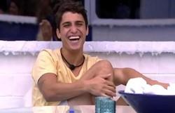 Prior faz elogios e convida Bruna Marquezine e Manu Gavassi para ir à Disney (Foto: Reprodução/Globoplay)