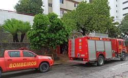 Bombeiros controlam incêndio em apartamento nos Aflitos e resgatam vítima (Foto: Divulgação)