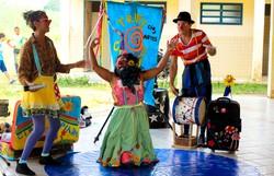 Trupe Circuluz oferta oficina sobre corpo como brinquedo no Teatro de Rua (Foto: Trupe Circuluz/Divulgação)
