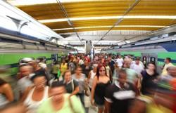 Trem do metrô evacuado após princípio de incêndio