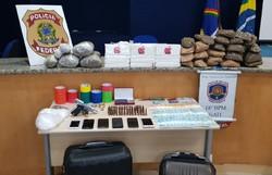 PF e PM prendem duas pessoas e encontram mais de 20 quilos de drogas dentro carro (Foto: Divulgação/PF.)