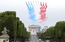 França celebra feriado nacional com homenagem aos militares e profissionais da saúde (Ludovic Marin / POOL / AFP)
