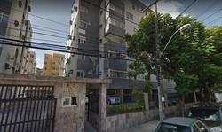 Mulher morre após cair em fosso de elevador de prédio no bairro das Graças (Foto: Reprodução Google Street View)