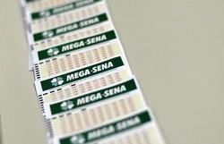 Mega-Sena acumula e deve pagar R$ 13 milhões no próximo sorteio (Foto: Marcelo Casal Jr./Agência Brasil)