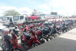 PRF apreende 38 veículos irregulares e prende homem com moto roubada, em Belo Jardim (Foto: Divulgação/PRF)