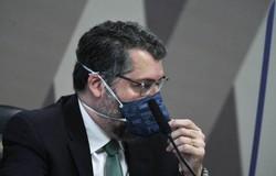 Ernesto Araújo diz que foi decisão da Saúde aderir ao mínimo da Covax Facility (crédito: Edilson Rodrigues/Agência Senado )