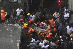 Desabamento deixa 10 mortos no oeste da Índia (Foto: AFP)