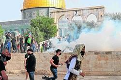 """""""A cada bombardeio, nossa casa chacoalha"""", diz testemunha sobre ataques no Oriente Médio (Foto: Ahmad Gharabli/AFP)"""