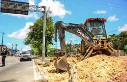Camaragibe inicia obras de abertura do canteiro central da PE-05 para melhorar o trânsito  (Foto: Prefeitura de Camaragibe/Divulgação)