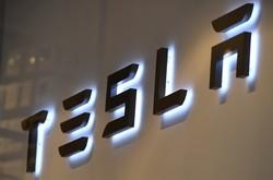 Tesla quer surpreender com novos anúncios sobre veículos elétricos (Foto: Emmanuel DUNAND / AFP)