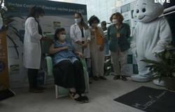 Primeiras pessoas recebem a vacina de Oxford/AstraZeneca no Brasil (Foto: Reprodução)