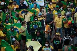 Bolsonaristas fazem manifestação pró-voto impresso em Boa Viagem, neste domingo