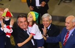Sem máscara, Bolsonaro e equipe ministerial participam de Natal Solidário (Foto: Wilson Dias/ Agência Brasil )