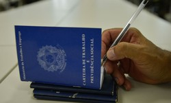 Número de empregados com carteira chega a menor nível desde 2012 (Foto: Marcello Casal Jr./Agência Brasil )