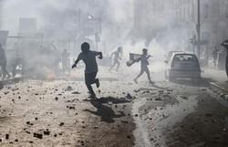 Polícia lança gás lacrimogêneo em manifestantes de Beirute (Foto: JOSEPH EID / AFP  )
