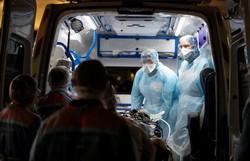 Quase um milhão de infectados no mundo por coronavírus e metade da humanidade confinada (Foto: THOMAS SAMSON / POOL / AFP)