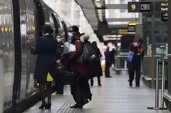 Reino Unido planeja obrigar todos os viajantes a se isolar em hotéis (Foto: TOLGA AKMEN / AFP)