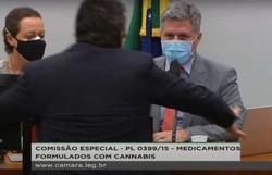 Deputado agride colega durante discussão sobre Cannabis na Câmara (crédito: Reprodução/Câmara dos Deputados )