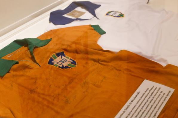 Exposição The Beautiful Game no Museu dos Direitos Humanos do Mercosul, sobre a camisa canarinho brasileira. Foto: Pedro Revillion/CAM -