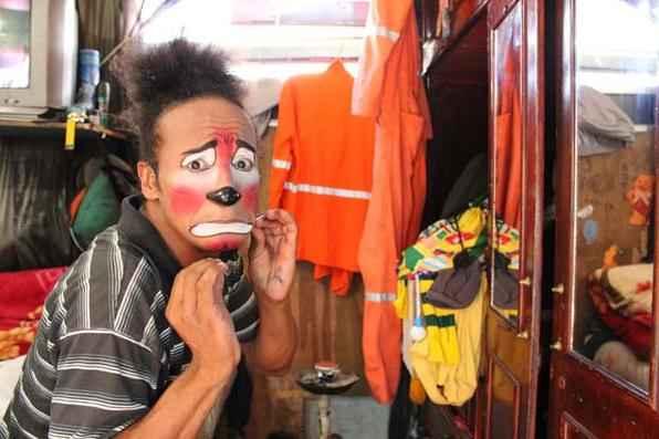 A profissão de palhaço de circos tradicionais está desaparecendo, reflexo das dificuldades enfrentadas pelos grupos pequenos que ainda percorrem o país. Foto: Paulo Trigueiro/Esp. DP/D.A Press -