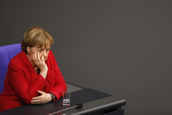 A chanceler alemã, Angela Merkel, afirmou nesta terça-feira  que está disposta a um ''doloroso compromisso'' para formar um governo de coalizão com os social-democratas, no último dia de negociações.  Foto:  AFP PHOTO / Odds ANDERSEN -