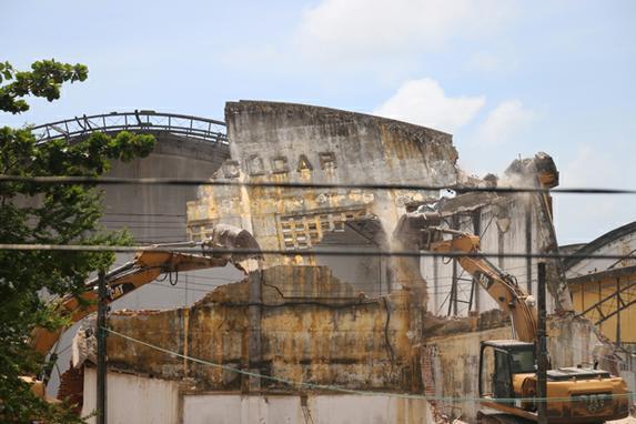 FOTOS DA SEMANA ( Março 25-29 ) (Momento da demolição do armazém de Açucar no Cais Estelita, nesta segunda - feira (25). Foto: Gabriel Melo / Esp. DP FOTO.)