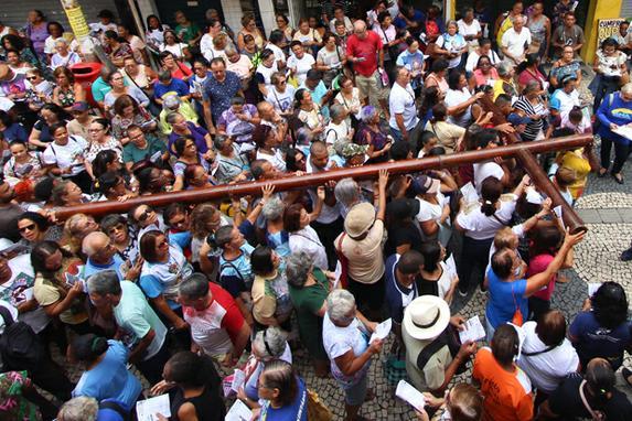 FOTOS DO DIA (19º  Via sacra da Fraternidade ocorreu nesta quarta feira (17), no centro do Recife. Foto: Mandy Oliver/Esp.DP foto.)