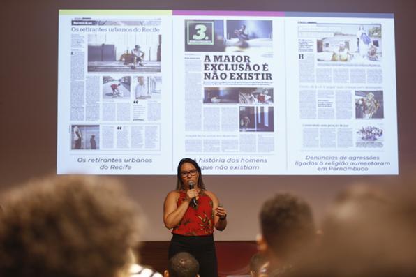 Jornalista Marcionila Teixeira durante o workshop Jornalismo 4.0, que o Diario de Pernambuco promoveu, nesta quarta-feira, no auditório do Porto Digital. Foto: Bruna Costa / DP FOTO. -