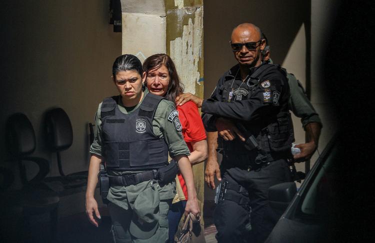 FOTOS DO DIA - 05 de Novembro de 2019 (Jussara Rodrigues da Silva Paes, acusada de ter assassinado o marido, o médico Denirson Paes, foi condenada, no início da tarde desta terça-feira (5), por homicídio triplamente qualificado e ocultação de cadáver. Jussara pegou pena de 19 anos e 8 meses de reclusão, em regime fechado. Foto: Leandro de Santana / Esp .DP FOTO.)