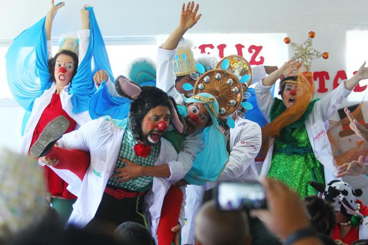 FOTOS DO DIA - 09 de Dezembro de 2019 (Doutores da Alegria fazem festa das crianças no Hospital do IMIP, na manhã desta quinta-feira (09). Foto: Peu Ricardo /DP Foto. )