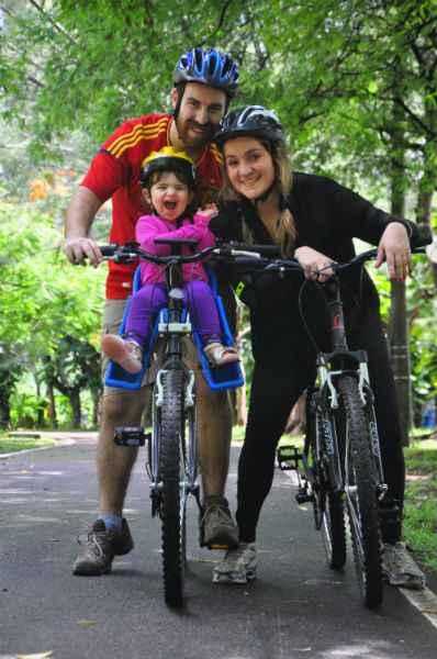 Marina Nóbrega com seus pais, Juan e Naíde. Crédito: Maria Eduarda Bione/Esp DP/DA Press.