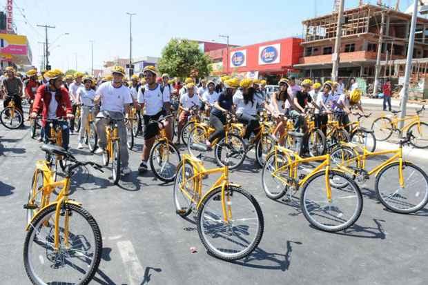 Em agosto de 2011, os centros de ensino médio 804 e 111, no Recanto das Emas, receberam 300 bikes. Foto: Paulo de Araújo/CB/D.A Press/Arquivo