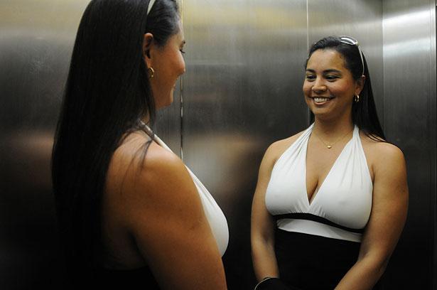 4d708dc46 Karina Medeiros de Abreu colocou prótese nos seios e aproveitou para fazer  uma lipoaspiração e implante