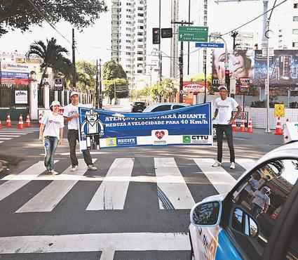 Jovens trabalharam durante oito horas para receber R$ 80 pelo serviço prestado. Foto: Bernardo Dantas/DP/DA Press (Bernardo Dantas/DP/DA Press)