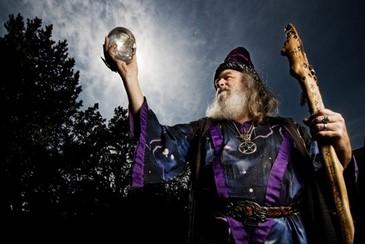Oberon Zell Raventhart jura ser o Dumbledore da vida real. (www.mundoestranho.com.br)