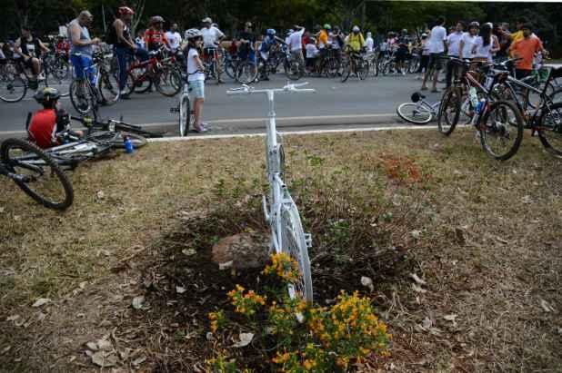 ONG Rodas da Paz promove passeio pelo Dia do Ciclista. A data é uma homenagem à memória do biólogo Pedro Davinson, atropelado quando estava parado em uma faixa de segurança do Eixão por um motorista embriagado, no dia 19 de agosto de 2006. Foto: Fabio Rodrigues Pozzebom/ABr (Fabio Rodrigues Pozzebom/ABr)