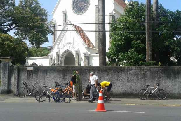 Colisão aconteceu na frente da capela do Colégio das Damas. Foto: Gabriel Trigueiro/ DP/ DAPress