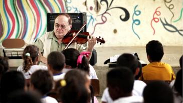 As aulas serão ministradas pelo violonista Jerzy Milewski e pela pianista Aleida Schweiter (Beto Figueiroa/Divulgação)