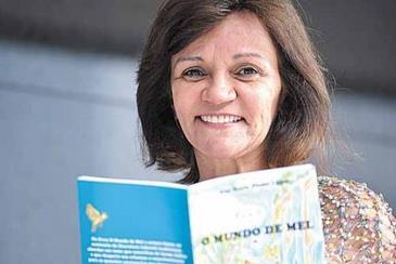 A autora Ana Suely conta a história de um bebê que adora flores e animais (Daniel Ferreira/CB/D.A.Press)