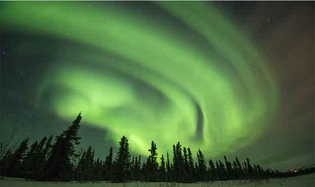 A aurora boreal, um fenômeno natural de luz, foi retratada pelo fotógrafo americano Steven Kazlowski em regiões do Alasca conhecidas como Cleary Point e North Slope. Foto: