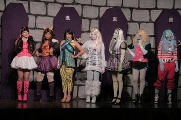 Monstrinha comemora 1600 anos de vida com a peça O Aniversário de Draculaura (Divulgação da peça)