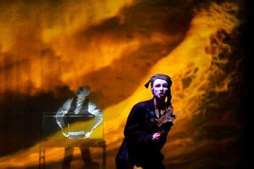 Espetáculo da Cia Italiana de Teatro é baseada em romance do escritor Júlio Verne. Crédito: Caixa Cultural/Divulgação