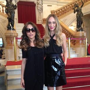 Apresentadora Sabrina Sato e a modelo Talytha Pugliesi, nesta terça-feira pela manhã, no desfile de Alexandre Herchcovitch