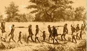 Lei áurea pois fim ao sofrimento da população negra que chegou da África para trabalhar nas lavouras de café (Brasilescola.com)
