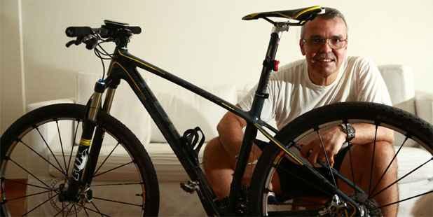 Corretor Fernando Castro não descuida da manutenção de suas duas bikes. Foto: Bernardo Dantas/DP/D.A Press