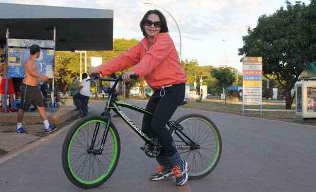 Lorena Ribeiro só superou o medo de pedalar recentemente: 'hoje tenho uma vida mais saudável'. Foto: Zuleika de Souza/ CB/ D A Press